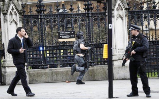 Лондонские копы задержали пятерых предполагаемых террористов: есть раненые