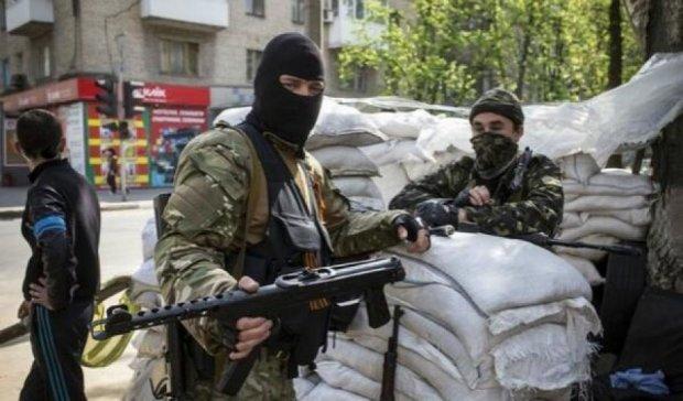 """Терористи """"ДНР"""" б'ються між собою за житлові квартали для обстрілів"""