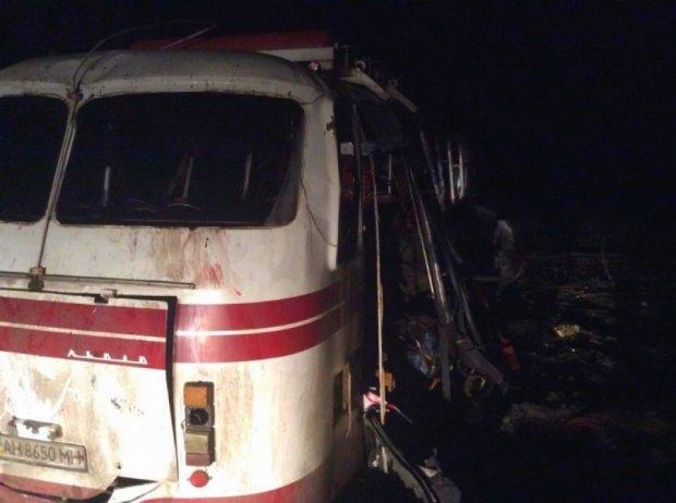 Підірваний під Артемівськом автобус терористи обстріляли з мінометів (фото)