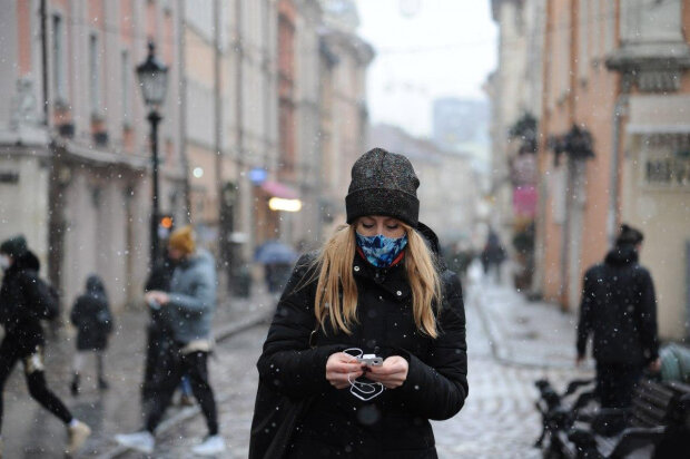Главные новости за 3 февраля: пока Зеленский объясняет блокировку каналов, премьер игнорирует совещание, а на Украину надвигается ураган
