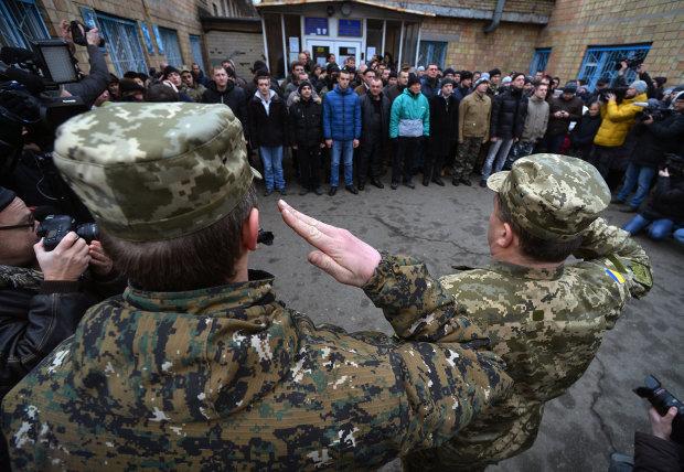 Охота на призывников: в Киеве парень попал в военкомат прямо с семейного праздника