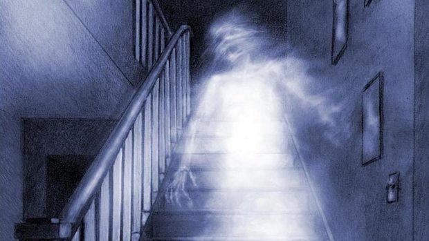 """Привидения устроили """"вечеринку"""" в заброшенной школе: жуткое зрелище попало на камеру"""
