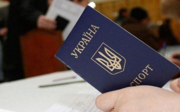 """Четыре паспорта: в сети указали на """"достойного"""" гражданина Украины"""