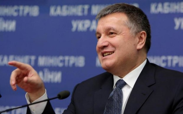 """Рюкзаки Авакова: дело приняло """"неожиданный"""" поворот"""