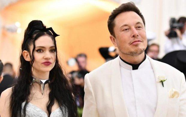 Гік і гот: Маск і його нова любов стали зірковим мемом