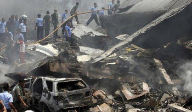 Число жертв авиакатастрофы в Индонезии возросло до 142