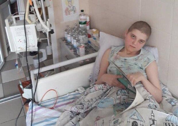 """Маленьку українку атакував нещадний рак, прийомна мама благає про допомогу: """"Врятуйте Сашеньку"""""""