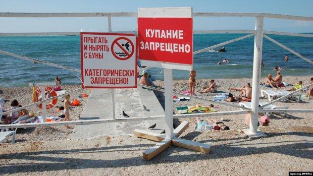 Оккупанты массово закрывают пляжи в Крыму: людей не пускают к воде, что происходит