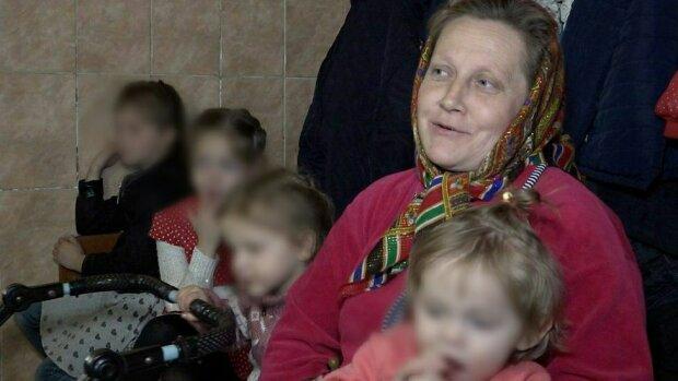 """Украинка родила девятнадцатого ребенка и пожаловалась на жизнь: """"Тяжело, мне 45..."""""""