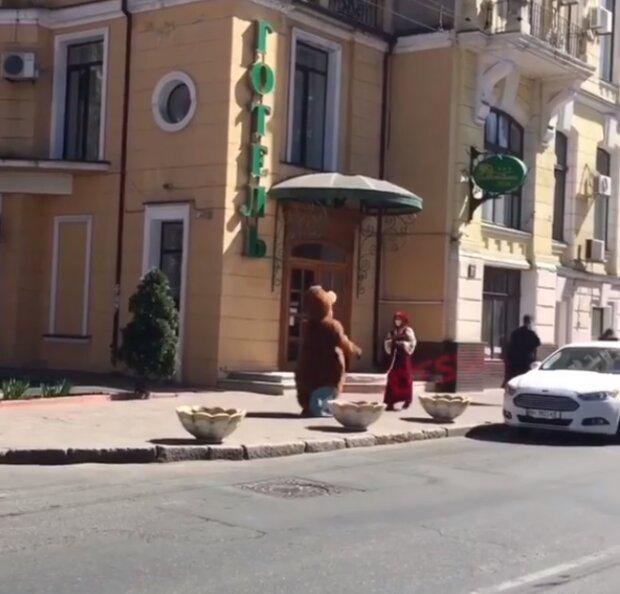 Маша та Ведмідь, фото Facebook