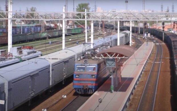 Железная дорога, скриншот из видео