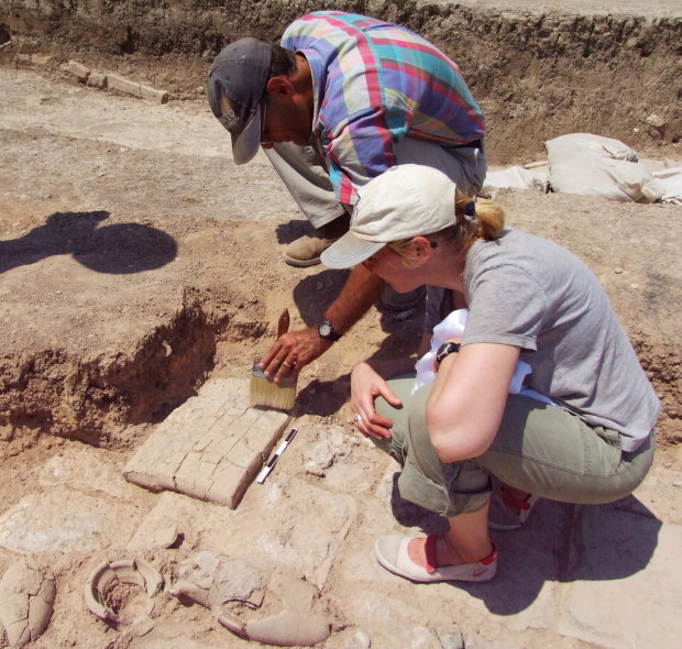 Жінка випадково натрапила на середньовічний могильник з кістками: фото