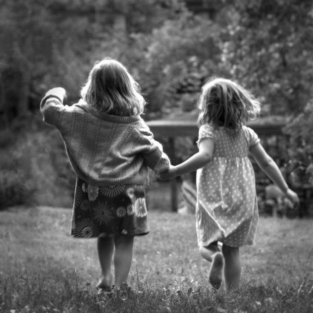 """""""Коли акушерка принесла нас мамі, вона втратила дар мови"""": фантастичний феномен сестер-близнючок, який вражає навіть вчених"""
