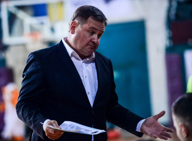 Збірна України залишилася без головного тренера