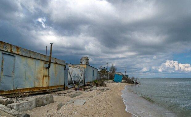 Прищепку на нос: Бердянск отходит после курортного сезона, - кадры тотального свинства