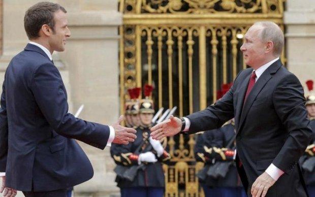 Макрон назвав умови посилення антиросійських санкцій
