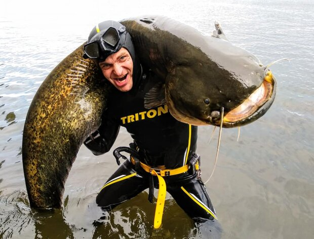 Днепрянин выловил гигантское речное чудовище размером с женщину - чуть не стал обедом монстра