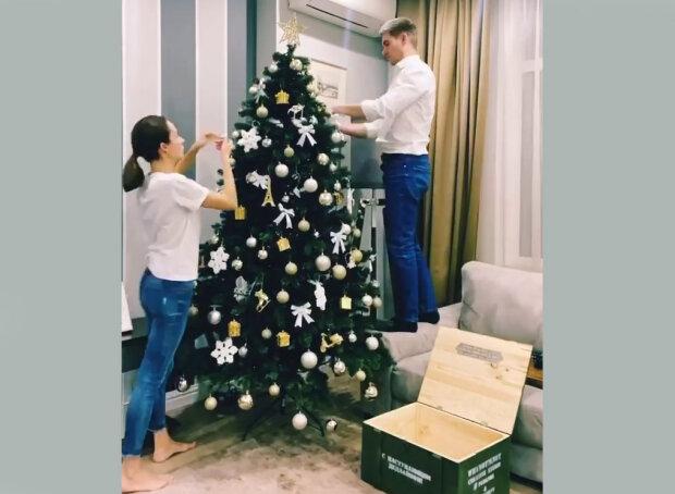 """Остапчук с новой женой украсили первую общую елку: """"Все, что я хочу на Рождество"""""""