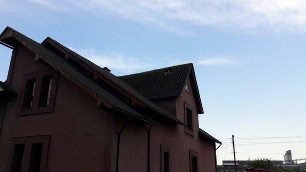 На Франковщине дом попал под обстрел молниями