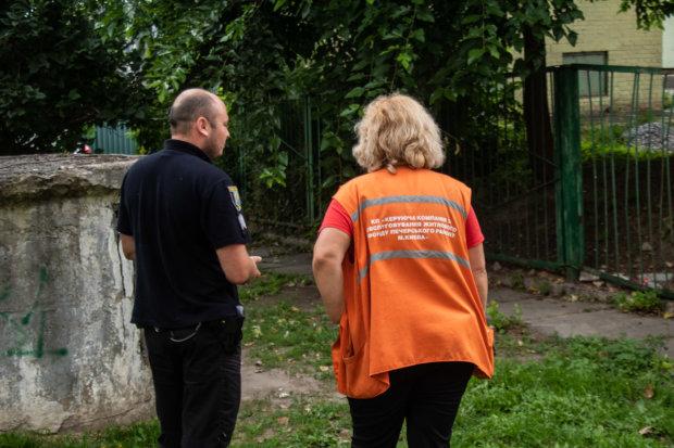 У Києві знайшли чоловіка у калюжі крові: не дійшов до лікарні, відео 18+