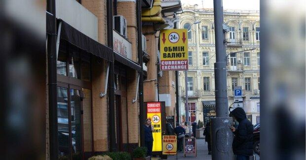 Курс валют в Україні на 9 січня приспав долар і євро - гривня торжествує