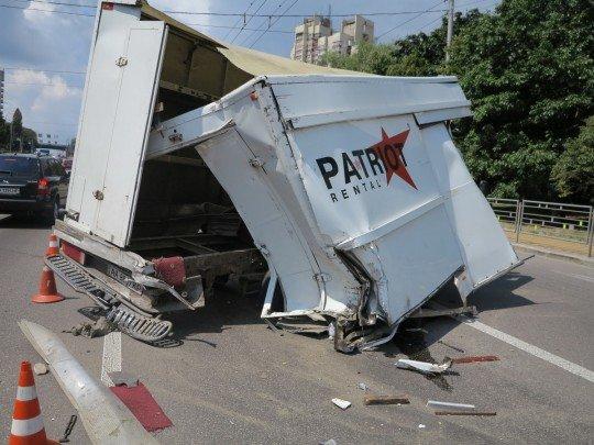 У Києві три машини влаштували пекельний заміс: кров, паніка і метал ущент, - дика ДТП потрапила у об'єктив
