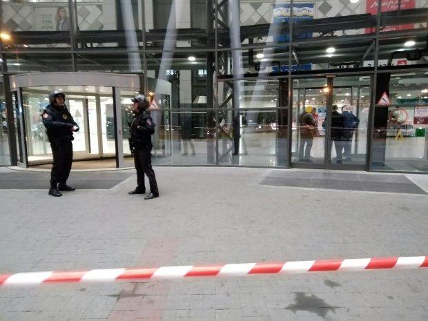 Москву заминировали вдоль и поперек, 10 торговых центров эвакуируют