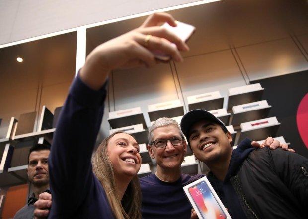 Власники нових iPhone не впізнають себе на селфі: в мережі скандал