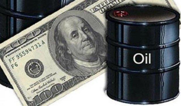 За ночь нефть подешевела на доллар