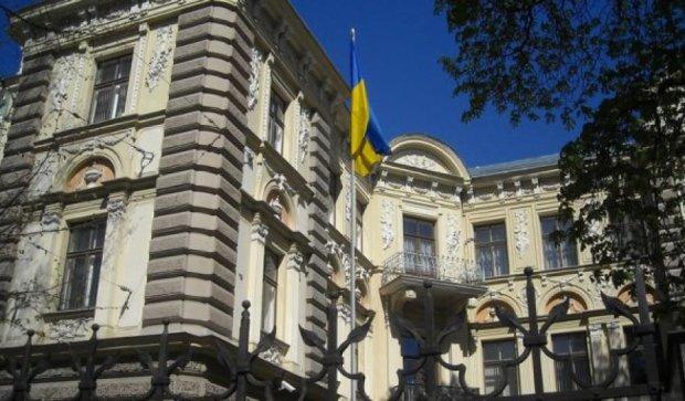 Посольство Украины в Риге эвакуировали из-за подозрительного конверта