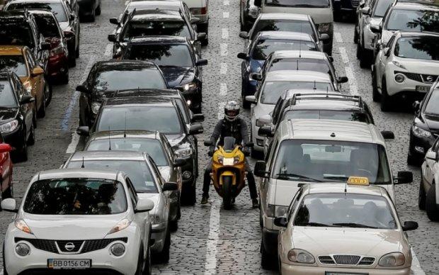 Дві аварії заблокували центр Києва