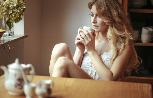 Дівчина вранці, фото Depositphotos