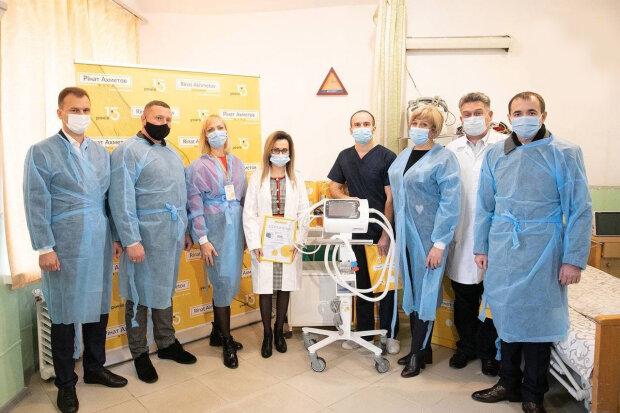 Понад 500 лікарень України отримали допомогу Ріната Ахметова у боротьбі з covid-19