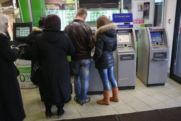 зняття готівки у банкоматі, фото GettyImages