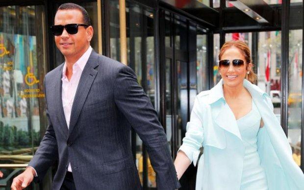 Они даже не женаты: бойфренд певицы выложил 30 млн на подарок