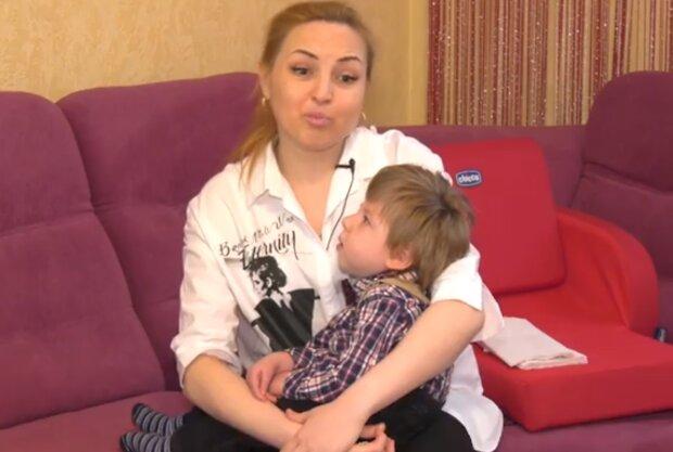 """Одинокая украинка борется за жизнь маленького сына с ДЦП: """"Не нужны ни мужу, ни государству"""""""