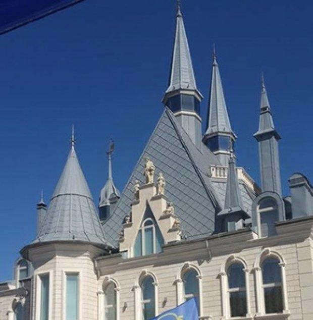 """Одесский """"Автомайдан"""" не пустили в """"замок Гарри Поттера"""" Кивалова (фото, видео)"""