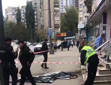 В Киеве мать с дочерью выпали из 9 этажа, на месте полиция и поседевшие очевидцы - первые подробности