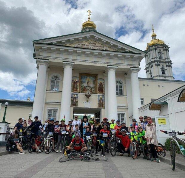 Віруючі Української Православної Церкви на велосипедах