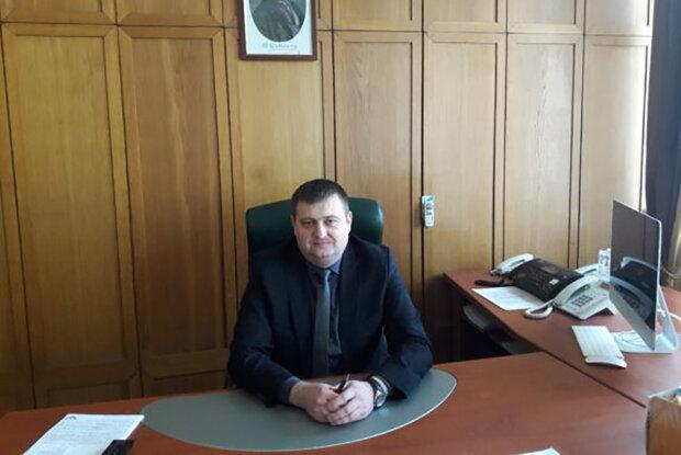 Топ-чиновник полиции Ивано-Франковщины покупает дорогие авто и строит замки в Буковеле, - СМИ