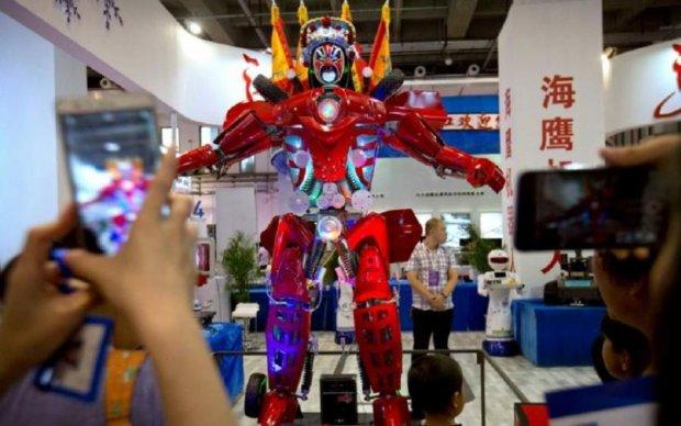 Пекін заполонили сотні роботів