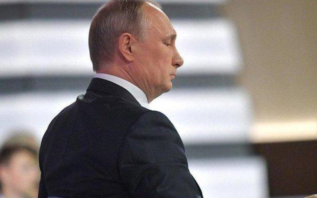 Гібридний переворот: змову проти Путіна маскують під плин часу