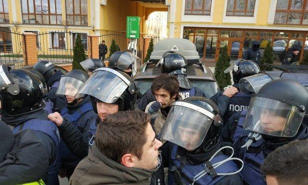 Задержания активистов на Подоле: копы рискуют сесть за решетку на 8 лет