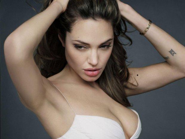 Анджеліна Джолі стала жертвою аферистів-генетиків