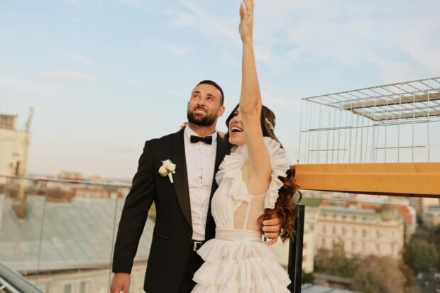 Донька власника готелів у Франківську вийшла заміж за росіянина — залізли на дах і...