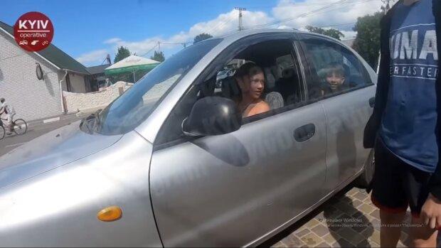 Нічого за це не буде: під Києвом 12-річний син копа сам катає друзів на машині батька