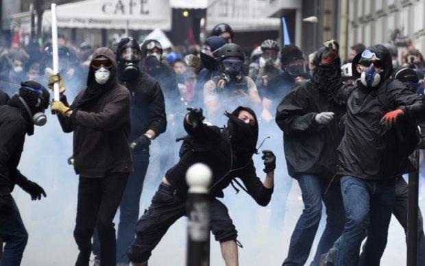 Вибори президента у Франції: парижани зіткнулися з копами