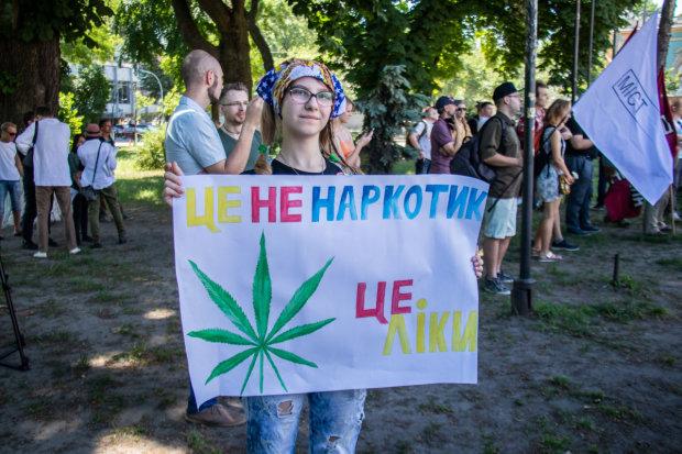"""У Києві пройшов """"Конопляний марш свободи"""": як це було"""
