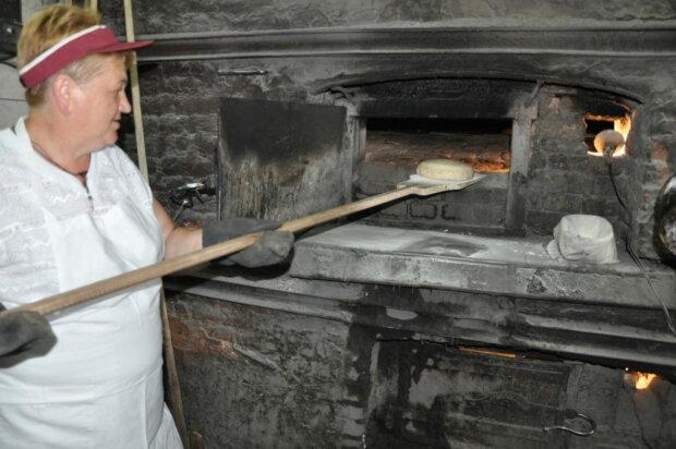 """Унікальна пекарня притягує на Закарпаття туристів з усього світу: """"Найстаріша в Україні"""""""