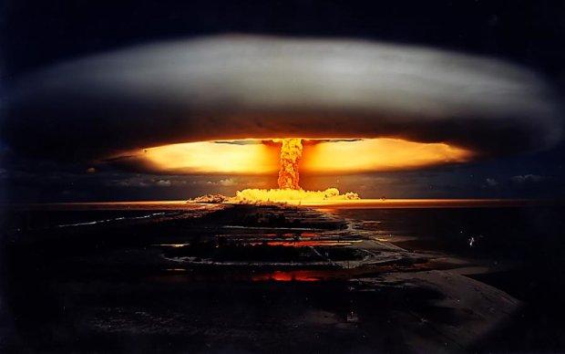 Мир і любов: як в Пхеньяні за ядерну бомбу мітингували